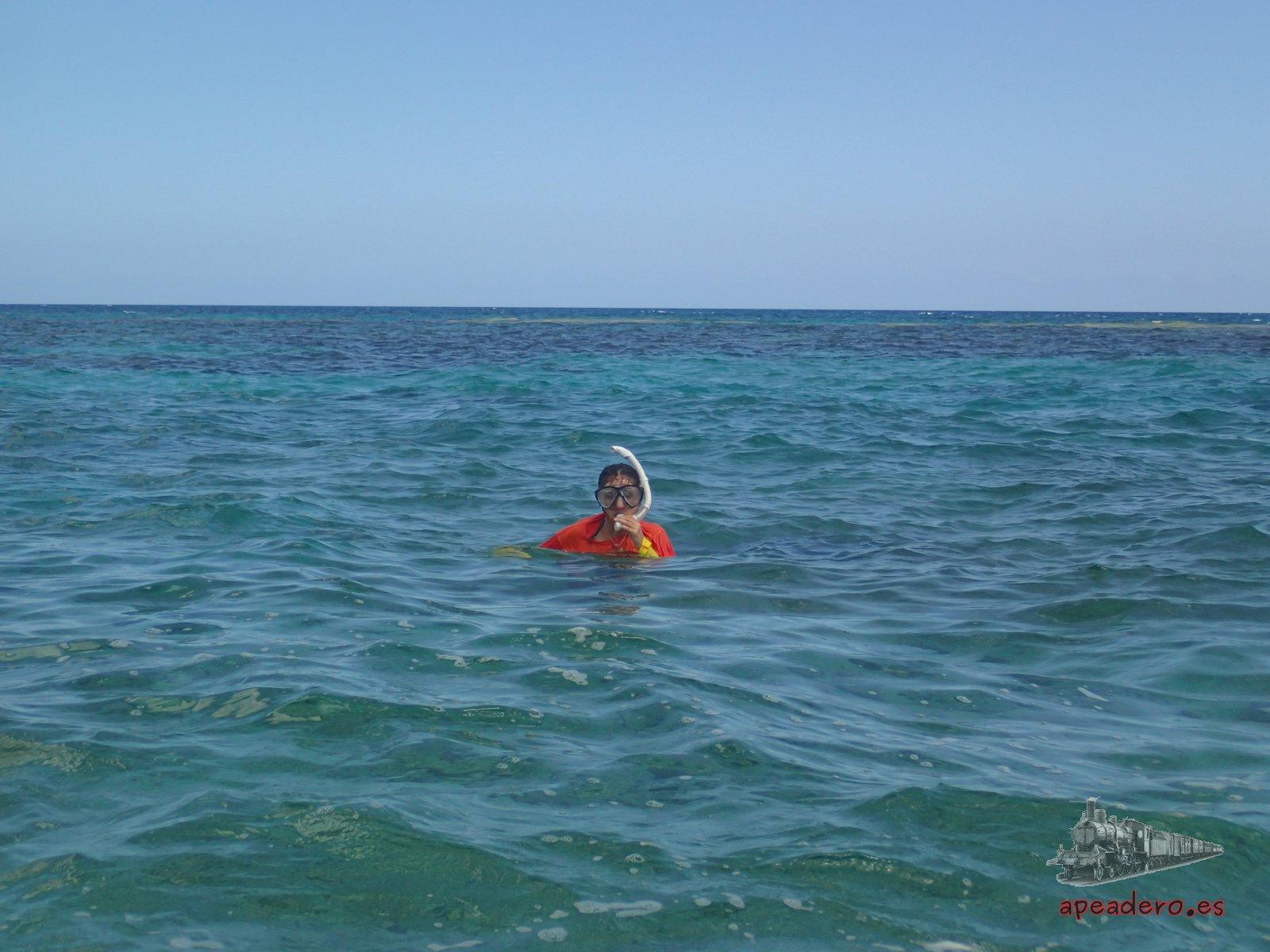 Nuria en playa Coral, con la misma calidad de aguas que Varadero, pero sin gente y con snorkel.