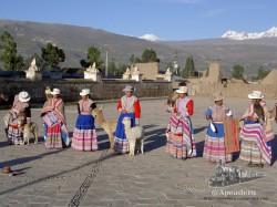 Mujeres con el traje tradicional peruano