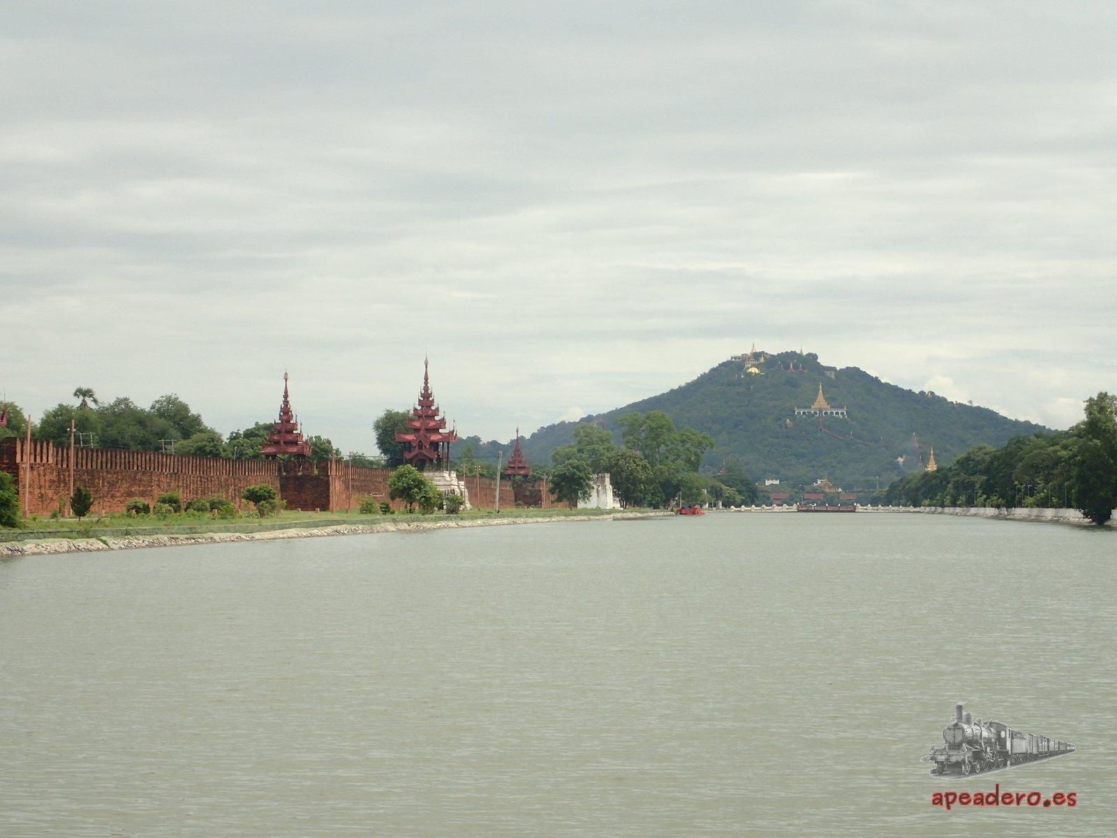 El palacio real de Mandalay a mi me dejó frío, no le vi ningún interés especial.