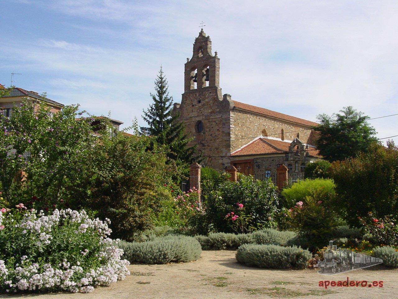 Parque al lado del albergue Siervas de Maria de astorga, antiguo convento reconvertido en habitaciones de peregrinos.