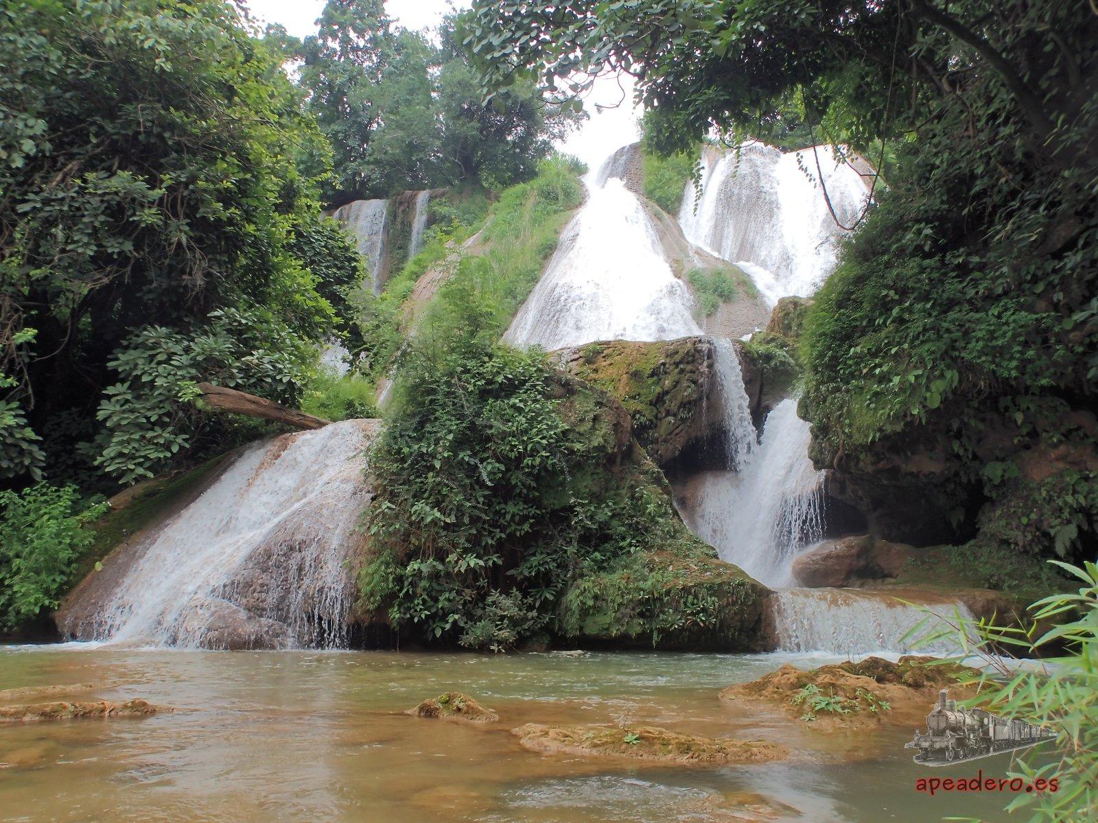 Parte superior de las cascadas de Anisakan