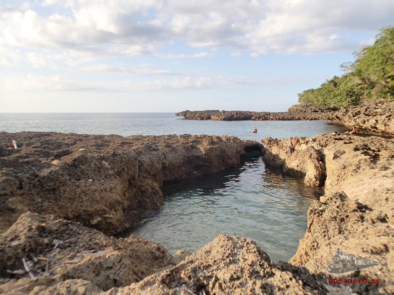 La playa blanca es un ejemplo de un lugar que no es gratis en Baracoa