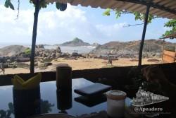 La sobremesa con un buen libro y estas vistas es lo que te ofrece la playa de Om.