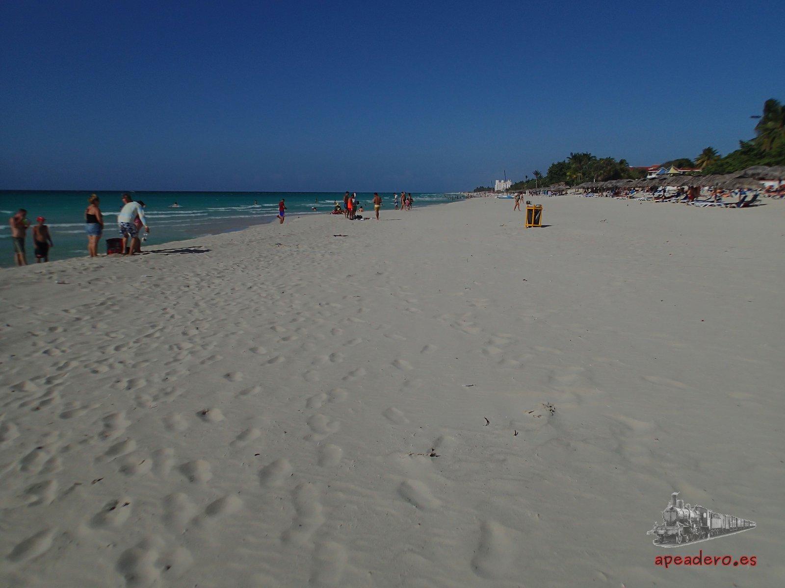 Disfrutar de una playa maravillosa como la de Varadero no es algo exclusivo para grandes bolsillos. De hecho, hay muchos cubanos que pasan sus vacaciones en Varadero.