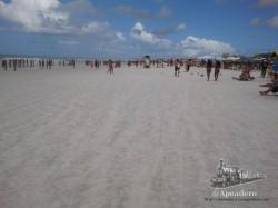 Las playas son de una arena tan blanca que cuesta tener los ojos abiertos.