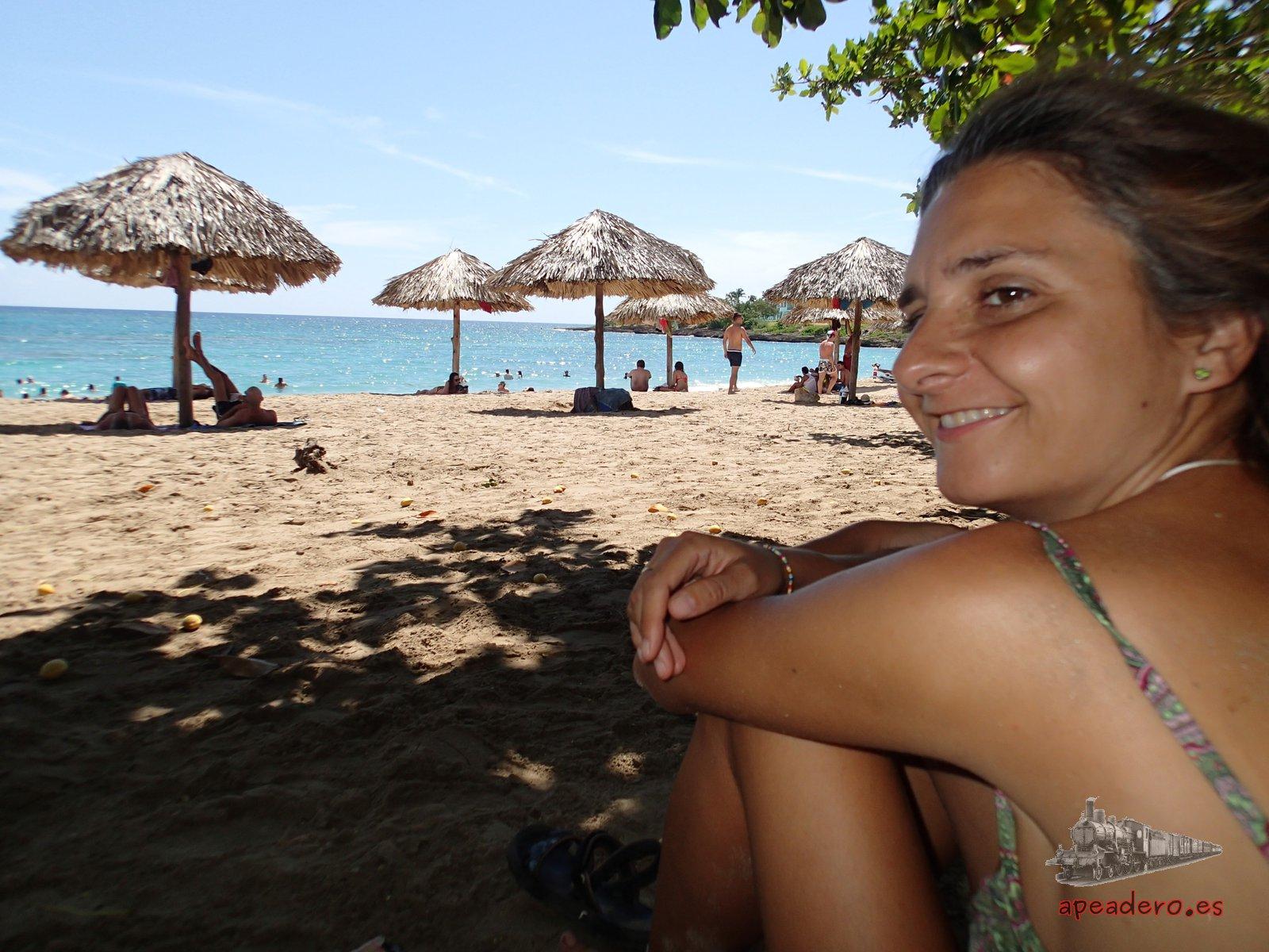 Playa del Ranchón Luna de Cienfuegos el día que visitamos el carnaval de La Habana y Cienfuegos