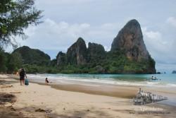 La playa del oeste no está nada mal, pero la playa de la cueva... esa sí es impresionante.
