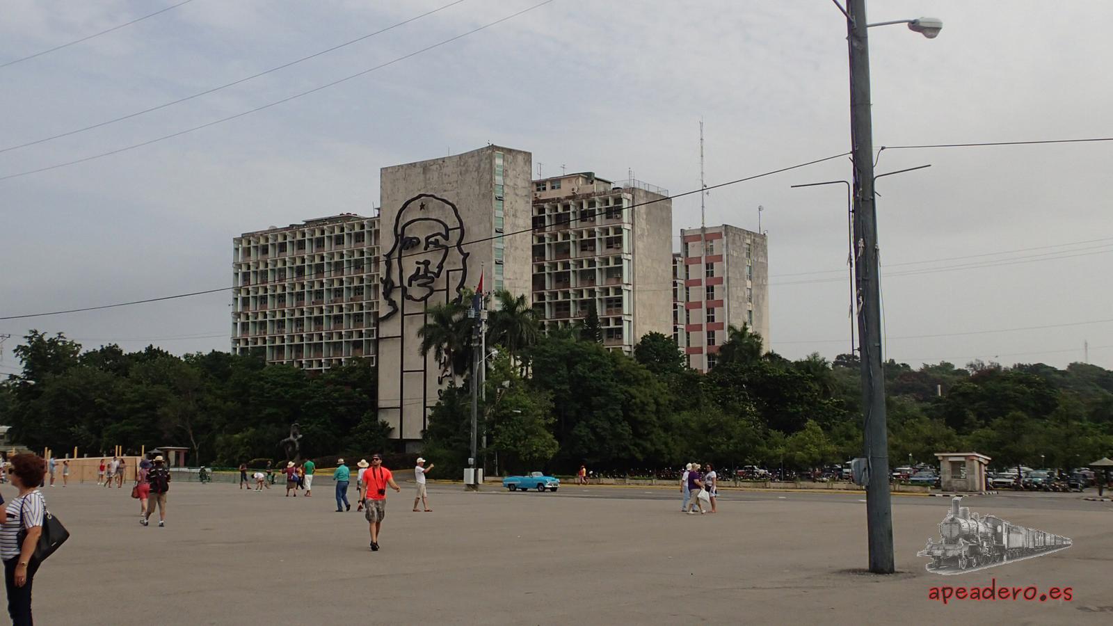 La plaza de la revolución. Imposible no visitarla en un viaje a Cuba.