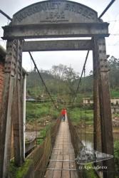 En los alrededores del pueblo de Munnar hay muchos lugares encantadores, como este puente en suspensión que conecta la nueva y la vieja Munnar.