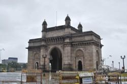 La Puerta de la India sin gente debido a una visita oficial.