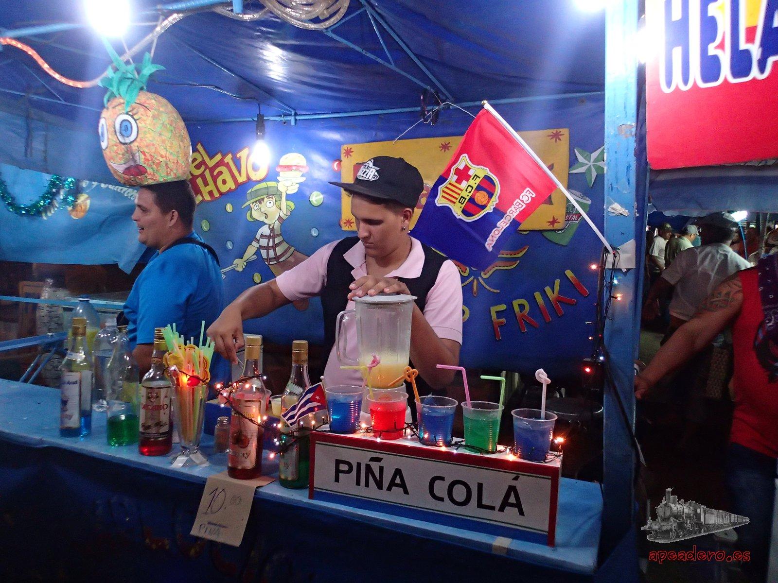 Puesto de comida en Cienfuegos el día que visitamos el carnaval de La Habana y Cienfuegos