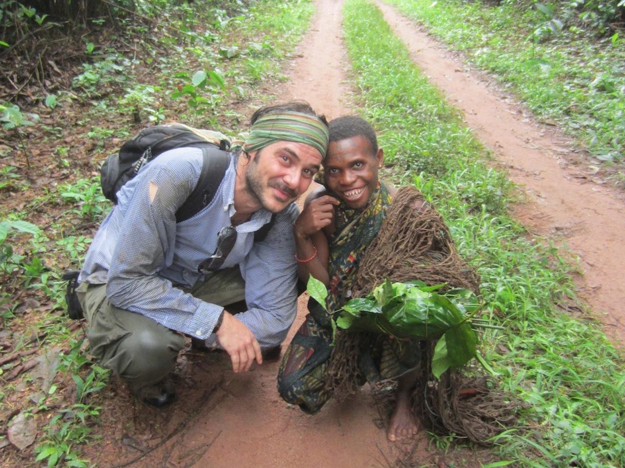José Antonio con los pigmeos de la República Centroafricana