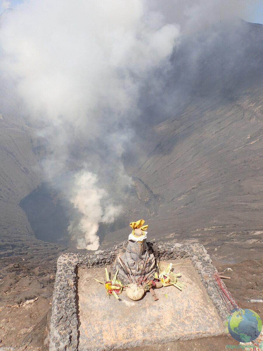 El Bromo humeante, un volcán siempre activo.