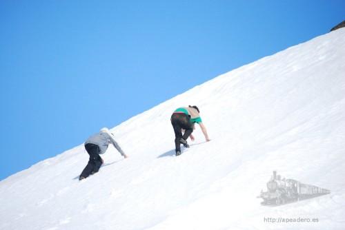 La subida a Fardagafoss se hacía por nieve pura recién caída y con una buena inclinación.