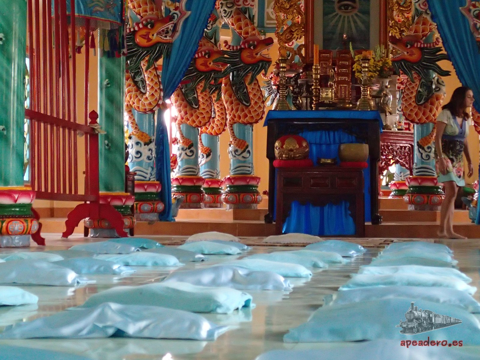 Templo tipo Cao Dai en nuestra ruta en moto por el mekong
