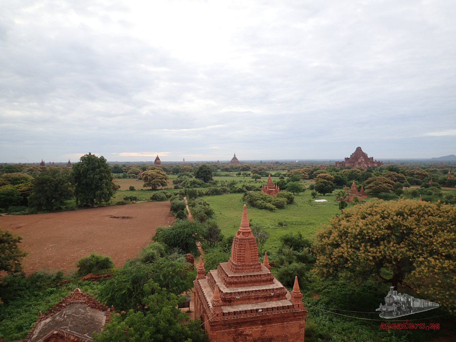 Templos de Bagan durante nuestro viaje a Birmania