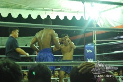Ver un combate real de thai-boxing fue una de las cosas que pudimos ver en Mae Sot