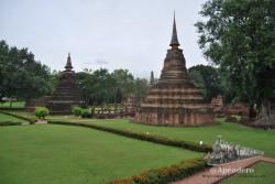 La principal característica de la ciudad histórica de Sukhothai es que todo es verde a su alrededor. Los antiguos pobladores sí sabían lo que era bueno!