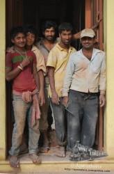 Algunos trabajadores salieron a ver el festival.