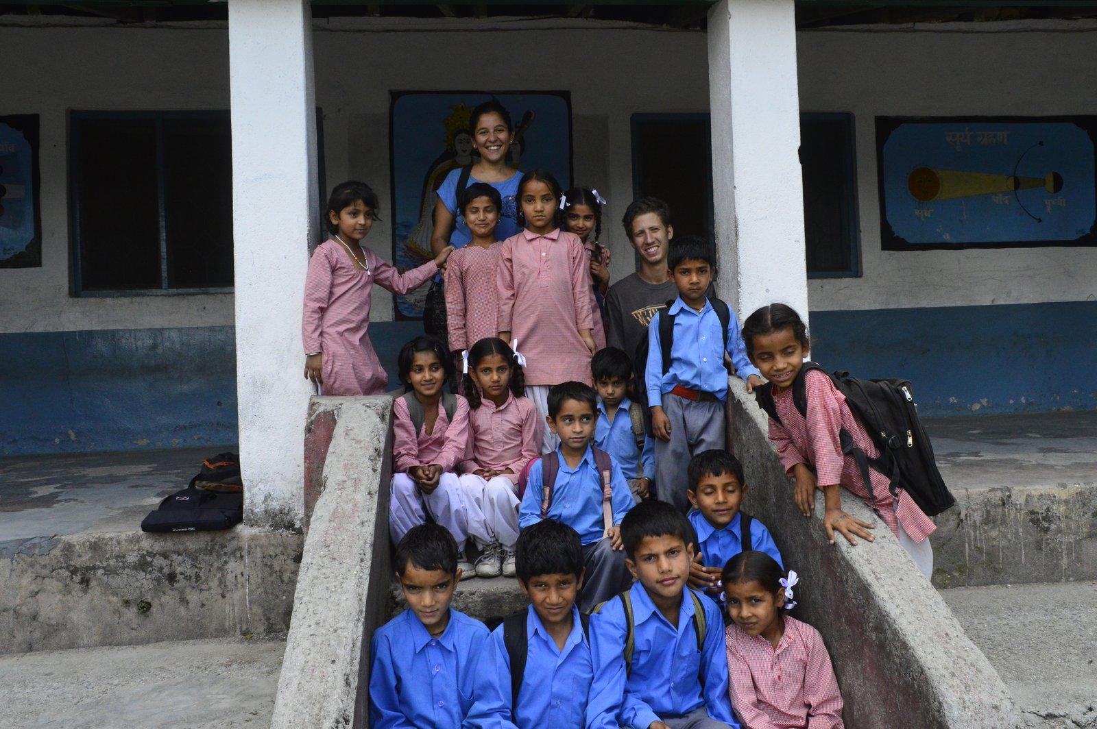 Visitando una escuela en la aldea de Palampur (India)