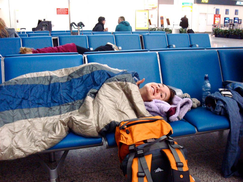 Cuando solo necesitas el saco de dormir para lugares cerrados, como un aeropuerto, con un saco normalito te sobra.