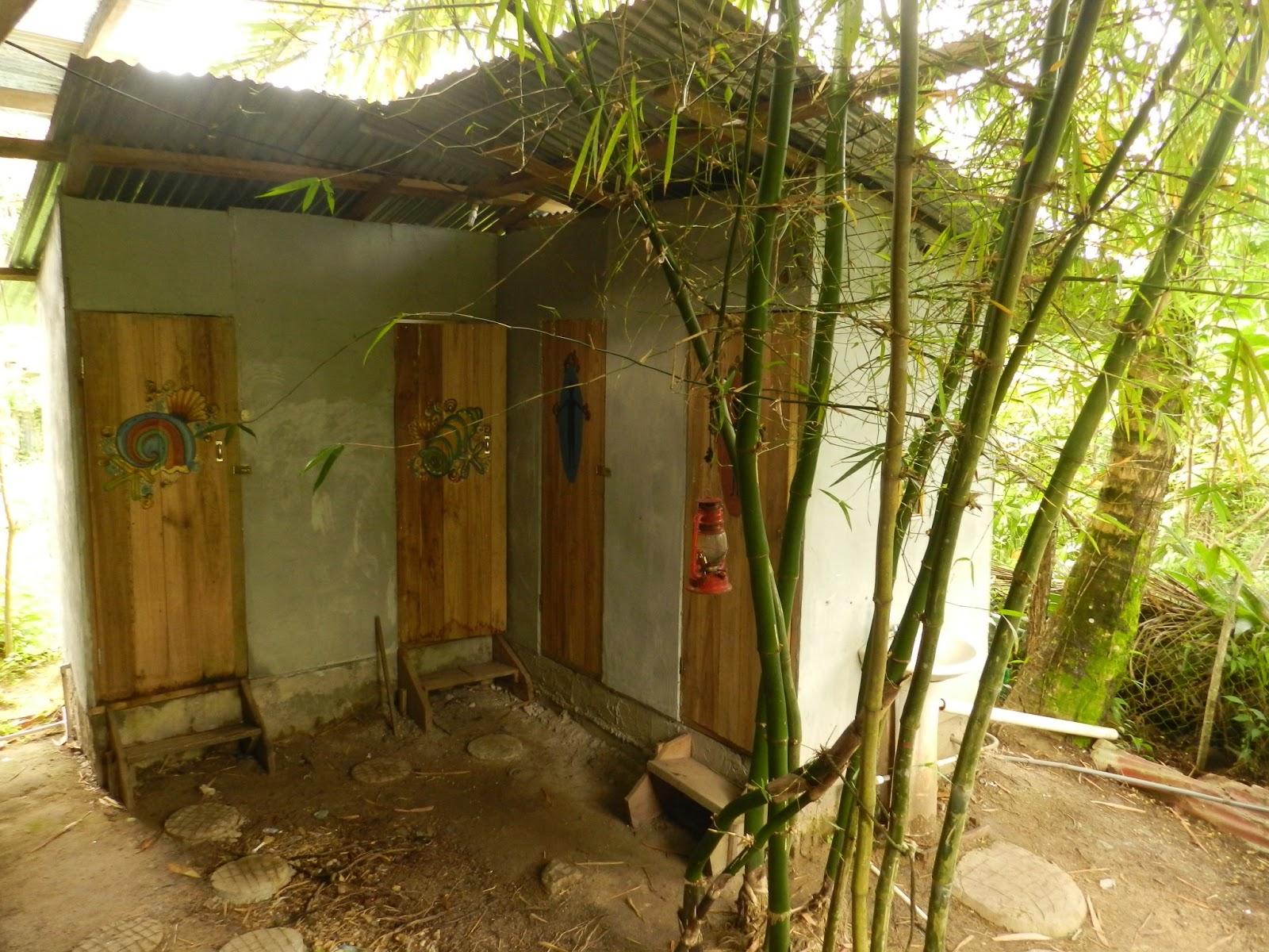 Estos son los baños y las duchas. Nosotros nos los encontramos un poco más deteriorados que en la foto, pero igualmente limpios y en total armonía con el entorno.