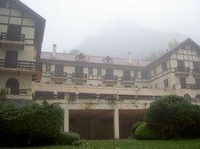 Hotel de Villavicencio tapado por la niebla