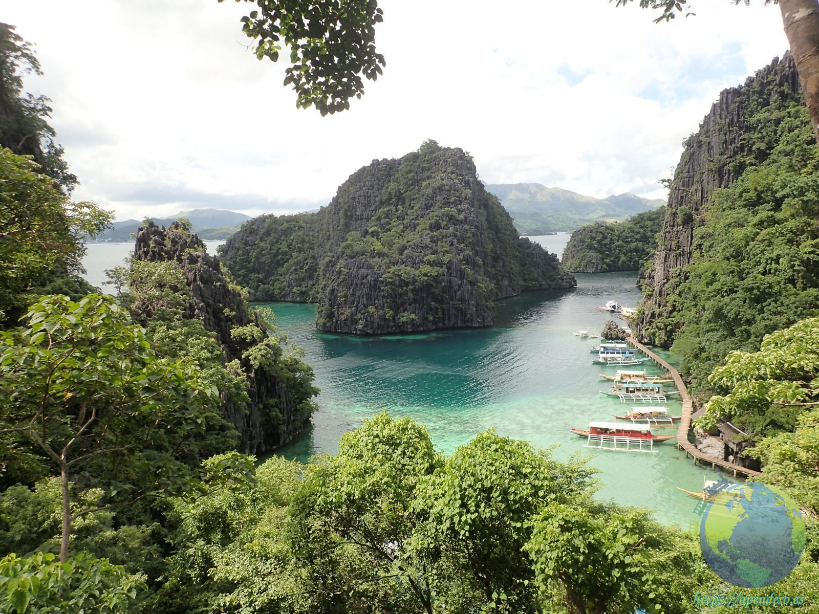 Imagen de una bahía en Palawan