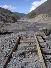 Las vias deterioradas del tren de las nubes se encuentran en muy mal estado