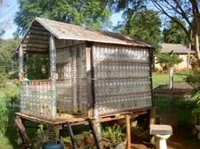 En Iguazú se puede visitar la casa de las botellas