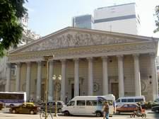 Parece Roma y no lo es, en la misma Plaza de Mayo está la Catedral de Buenos Aires.