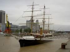 Algunos barcos históricos se pueden visitar en Puerto Madero