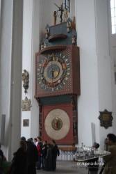 No os perdáis el reloj que está dentro de la mayor iglesia de ladrillo rojo del mundo, en Gdansk.