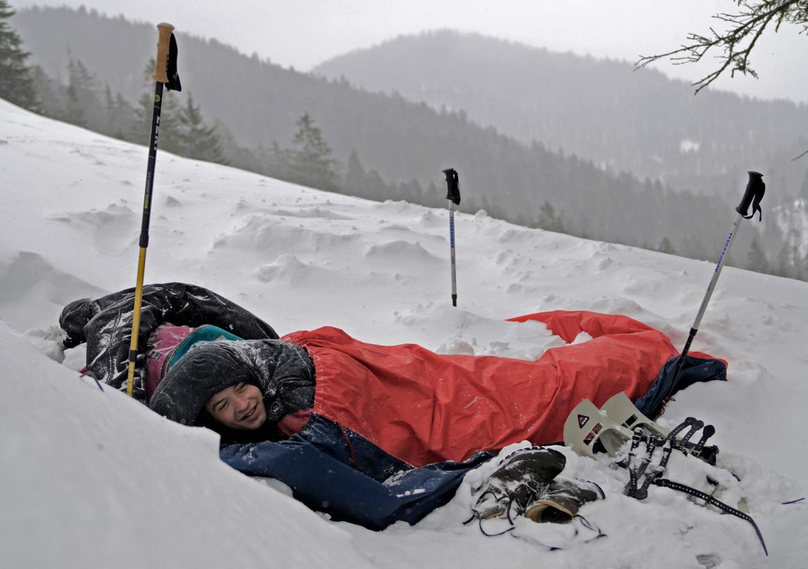 Cómo elegir un buen saco de dormir para viajar
